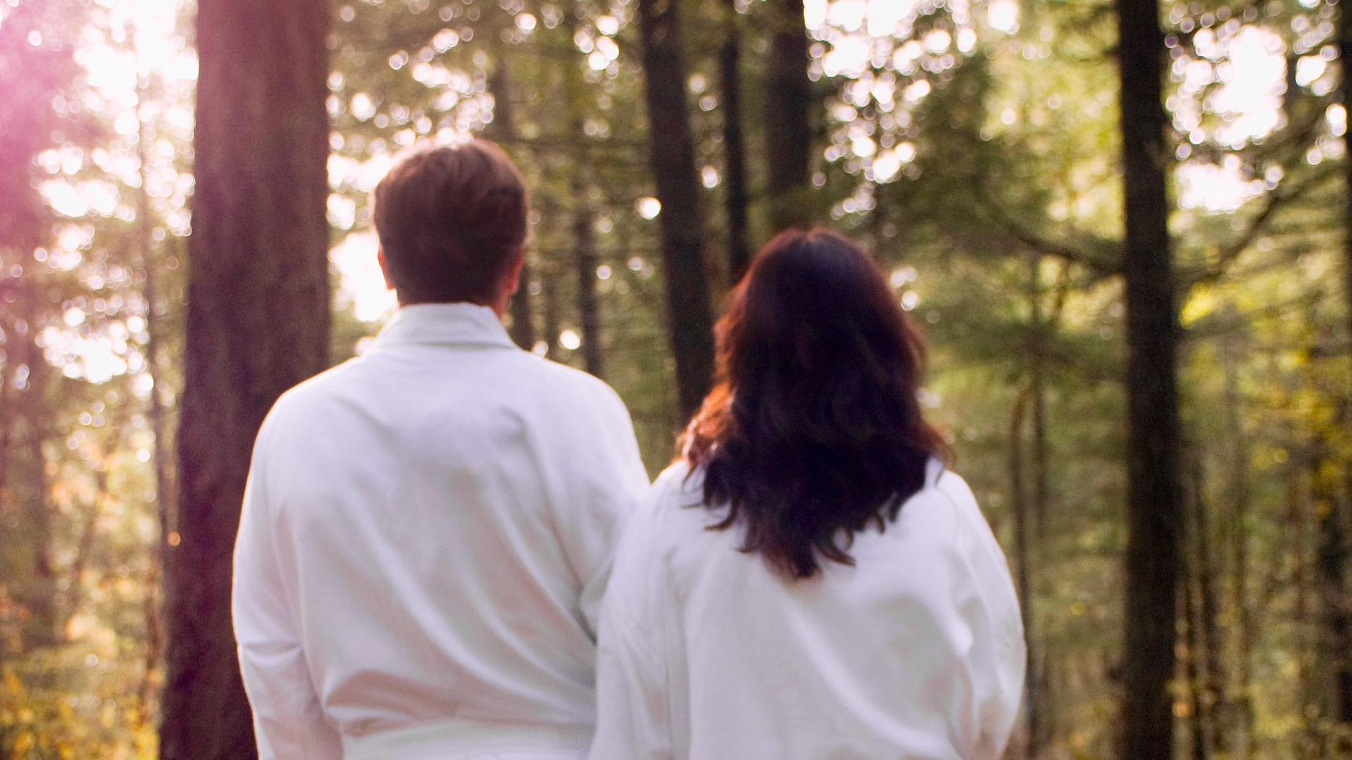 Couple Walking, Santé Spa Victoria, Spas of America